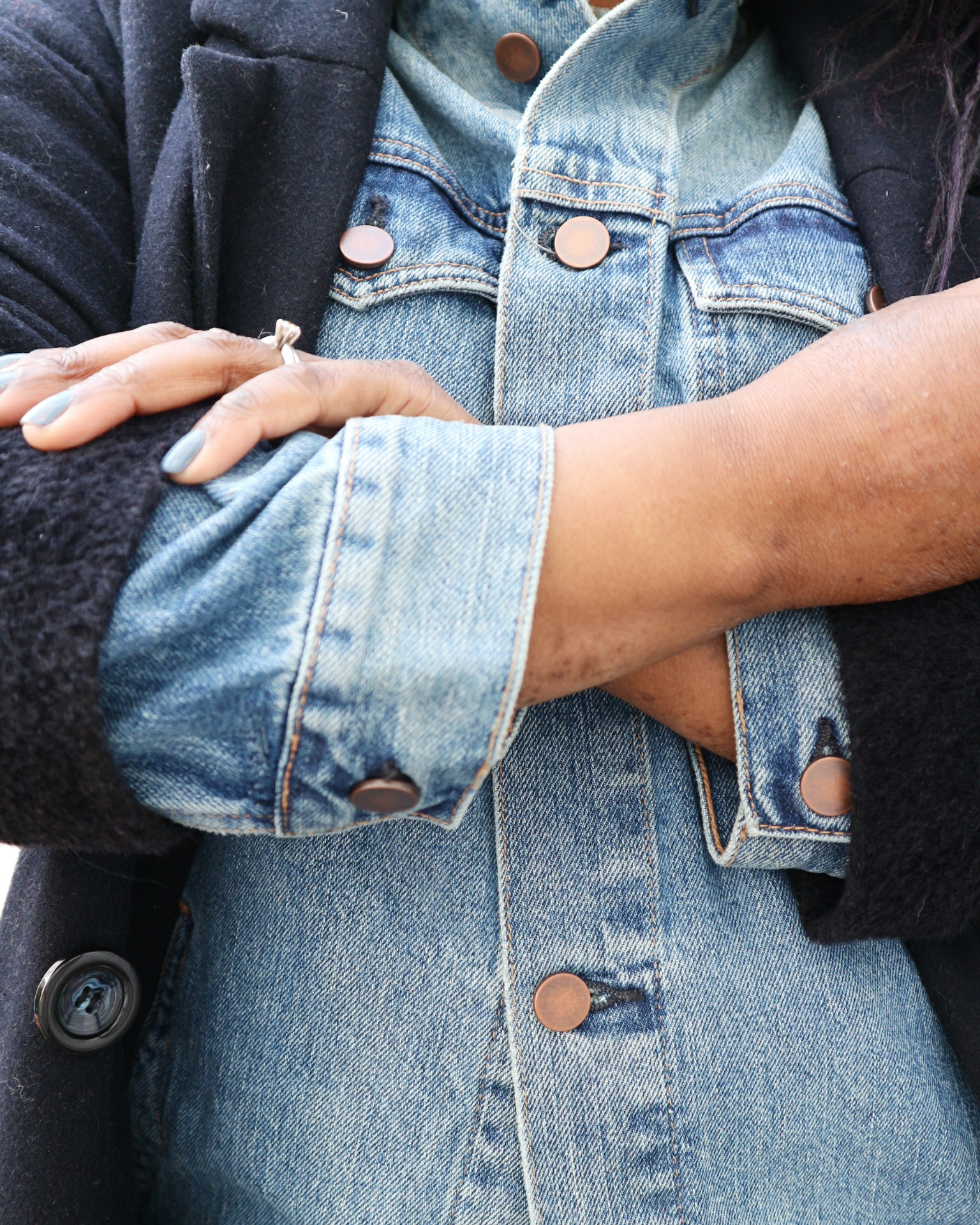 Mums That Slay How to Wear a Denim Jacket in Winter